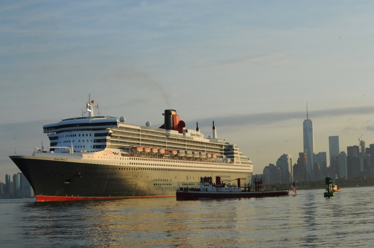 Queen Mary Departing New York