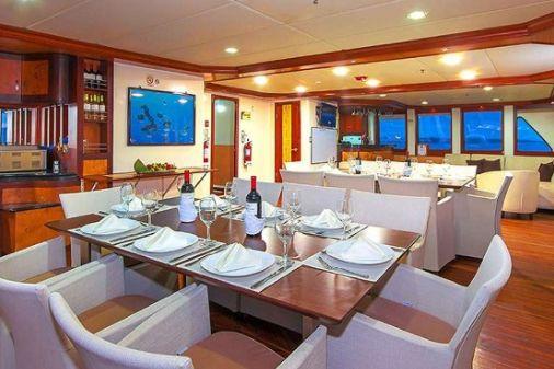 Treasure of Galapagos-dining-