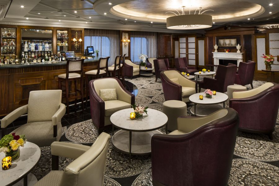 Azamara Quest-entertainment-