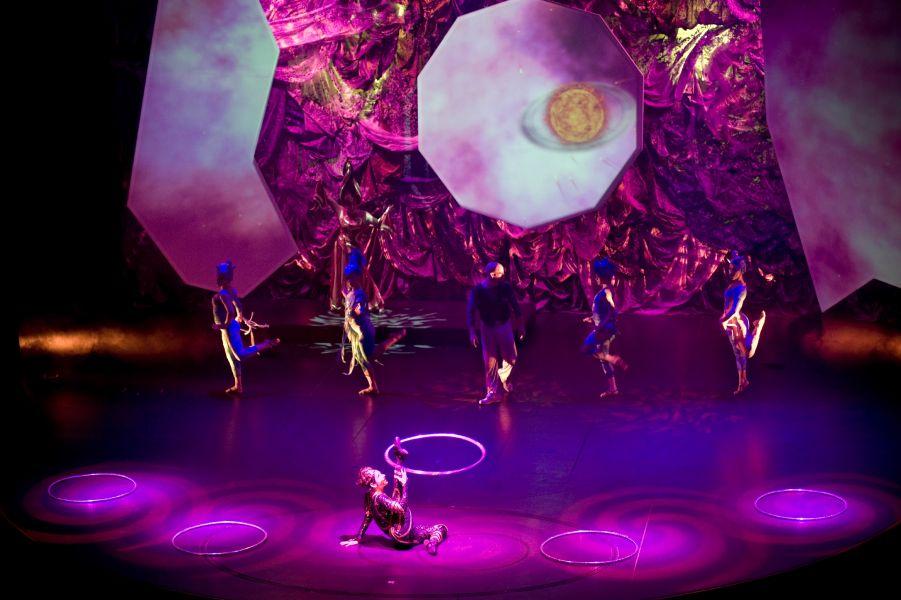 Celebrity Silhouette-entertaiment-Theatre
