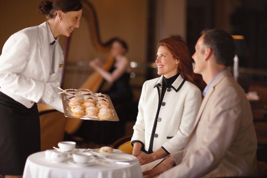 Queen Elizabeth-dining-
