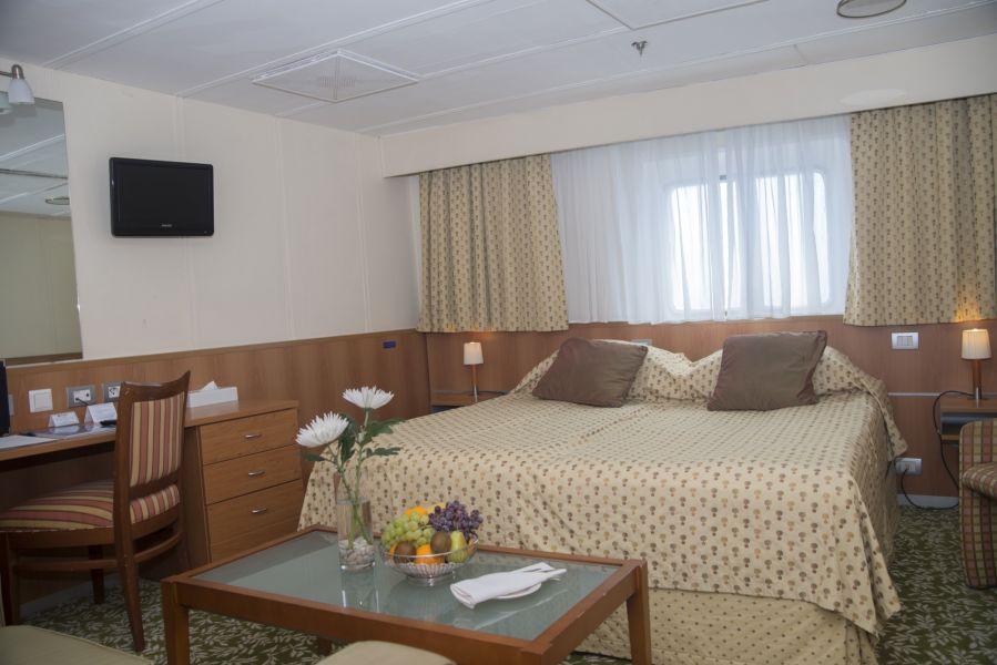 Boudicca-stateroom-Junior Suite