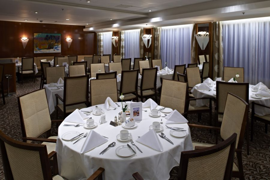 Boudicca-dining-Four Seasons Restaurant