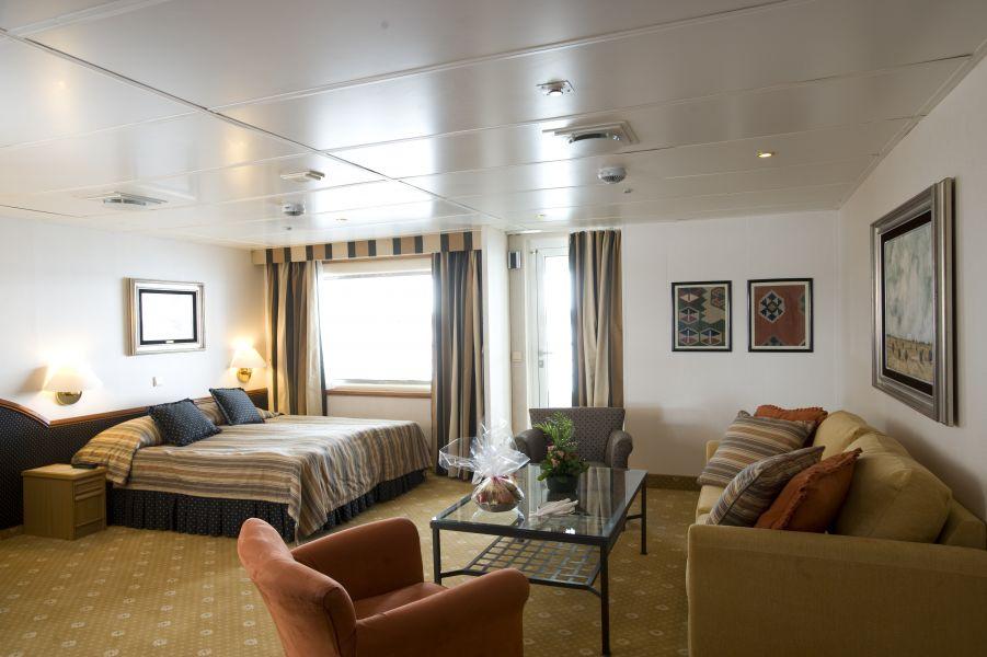 Braemar-stateroom-Deluxe Balcony Cabin