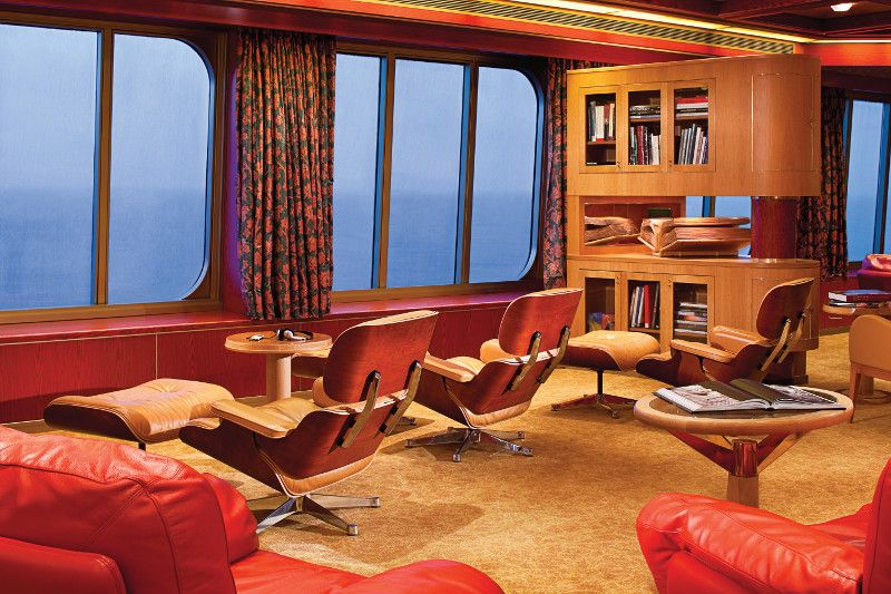 Westerdam-entertaiment-Explorer's Lounge