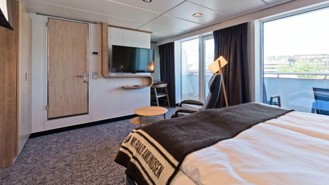 MS Roald Amundsen-stateroom-