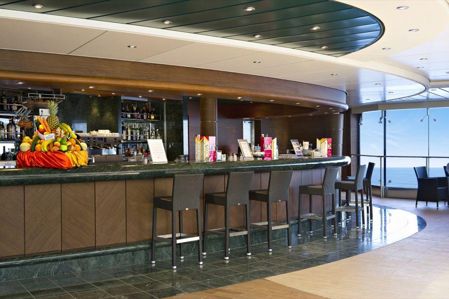 MSC Divina-entertaiment-The Pool Bar