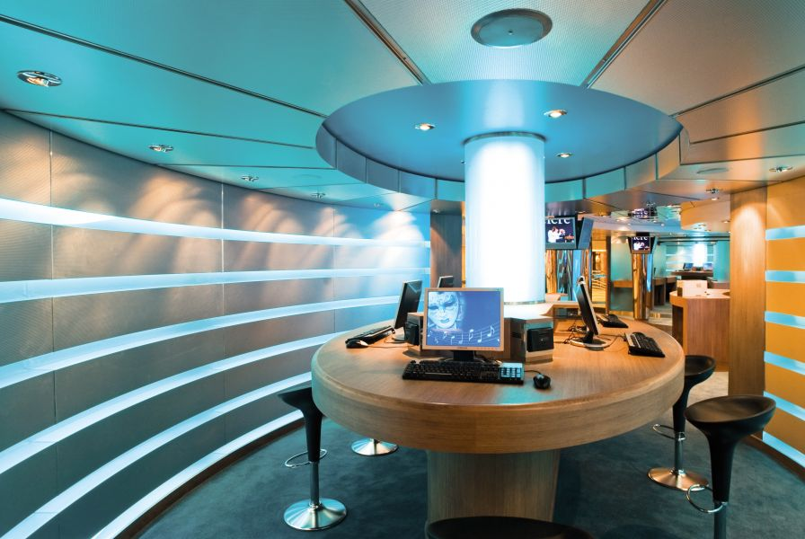 MSC Magnifica-entertaiment-Cyber café