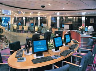 Norwegian Dawn-entertaiment-Internet Café