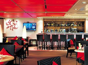 Norwegian Epic-entertainment-Courtyard Grill Bar