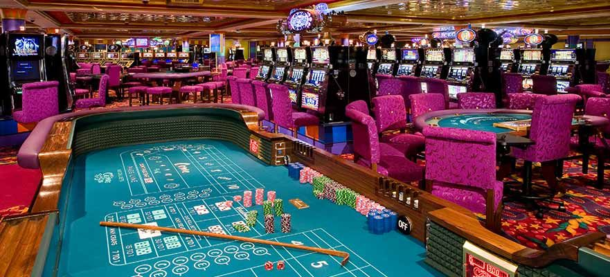 Norwegian Gem-entertaiment-Gem Club Casino & Bar