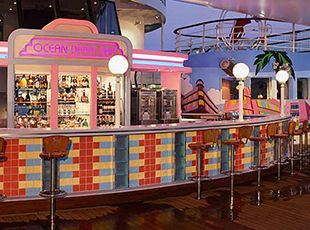 Pride of America-entertaiment-Ocean Drive Bar