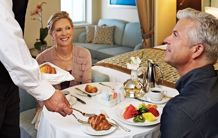 Sirena-dining-Room Service