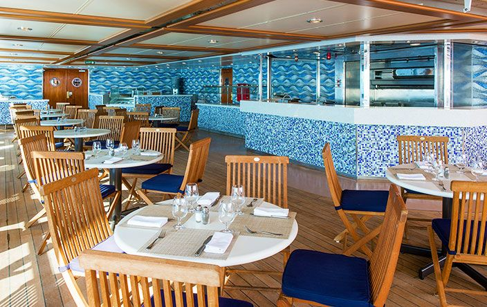 Sirena-dining-Waves Grill