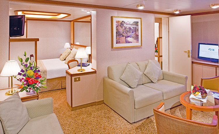 Caribbean Princess-stateroom-Family Suite with Balcony