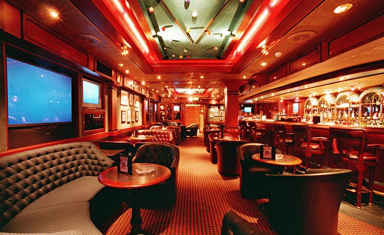 Caribbean Princess-entertainment-Churchills Cigar Lounge