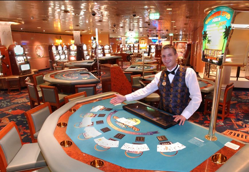 Caribbean Princess-entertainment-Grand Casino