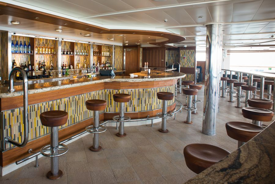 Caribbean Princess-entertainment-Pool Bars