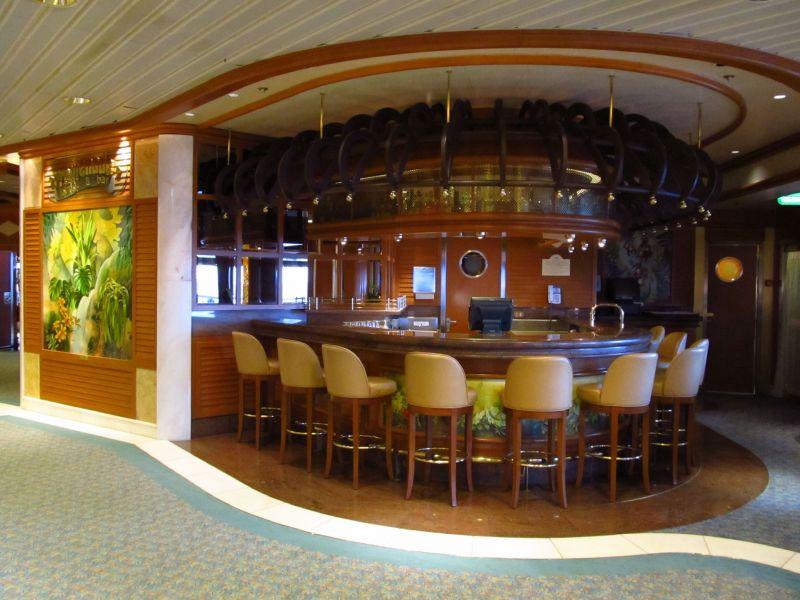 Golden Princess-entertaiment-Promenade Lounge & Bar