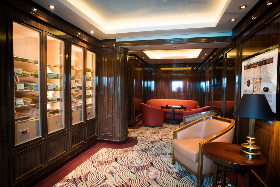 Grand Princess-entertaiment-Snooker's Cigar Lounge