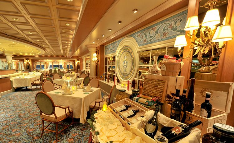 Pacific Princess-dining-