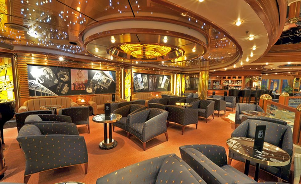 Royal Princess-entertaiment-Crooner's Lounge and Bar