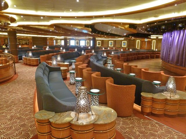 Royal Princess-entertaiment-Vista Lounge
