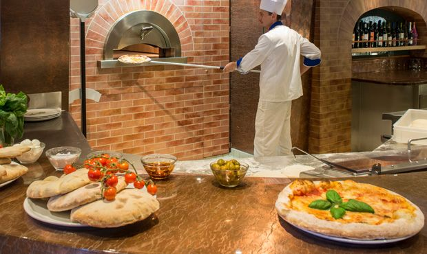 Sapphire Princess-dining-Alfredo's Pizzeria