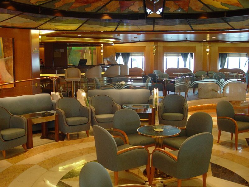 Sea Princess-entertaiment-Crooners Bar and Atrium Lounge