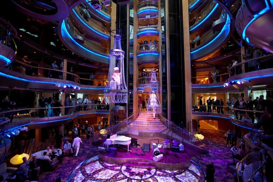 Empress of the Seas-entertainment-