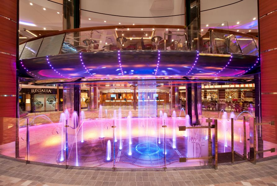 Harmony of the Seas-entertaiment-Rising Tide Bar