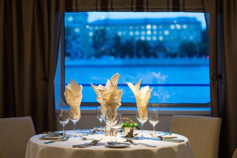 Scenic Tsar-dining-
