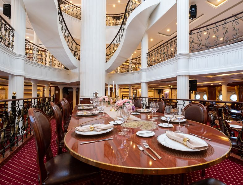 Golden Horizon-dining-