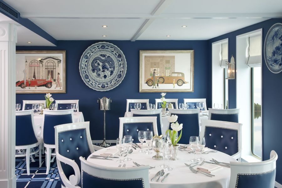 River Queen-dining-